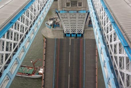 bridge lift: Ian Rawes